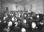 Первая Государственная Дума. Собрание членов Кадетского клуба (стоит у стола князь Д.И. Бебутов) 1906 г.